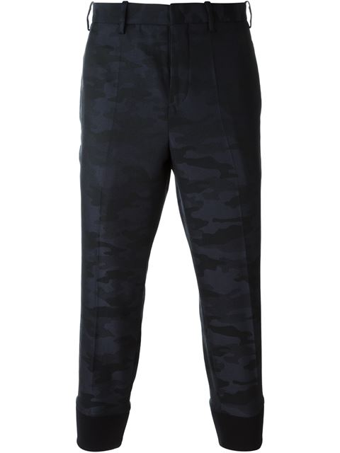 cropped camouflage trousers